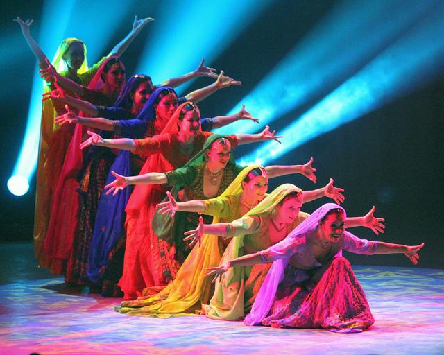 femmes qui danses le bollywood