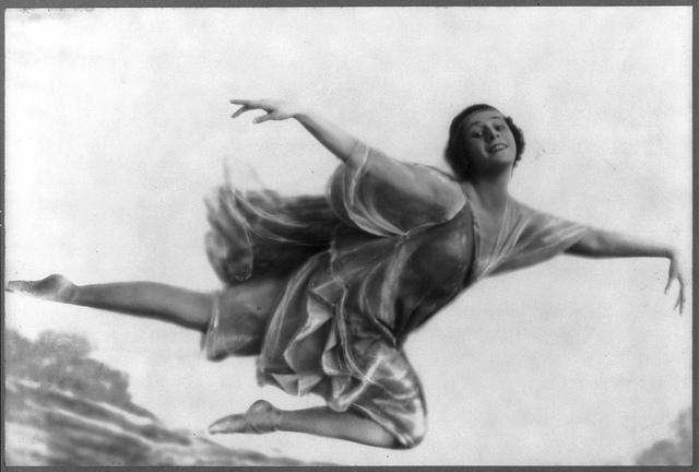 Photographie d'époque montrant la danseuse étoile Anna Pavlova.