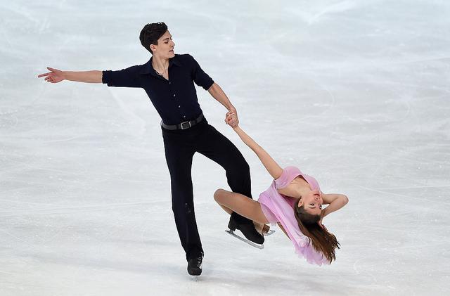 Photographie d'un couple sur patins à glace lors des jeux olympiques d'hiver de 2016.