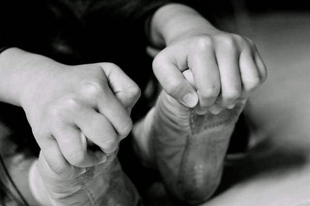 Étirement des pieds dans des chaussons de danse.