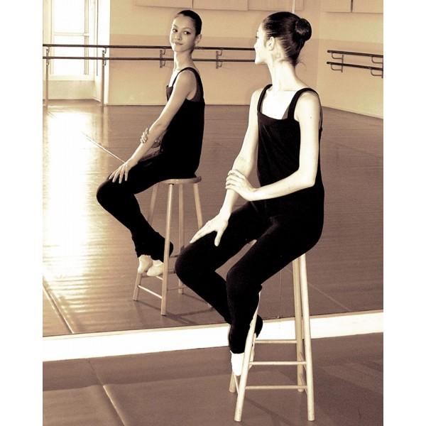 Jeune ballerine en académique, un vêtement de danse.