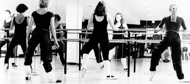 Danseuses en tenue de danse spécial échauffement.