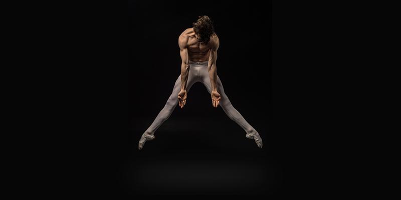 Germain Louvet en tenue de danse.