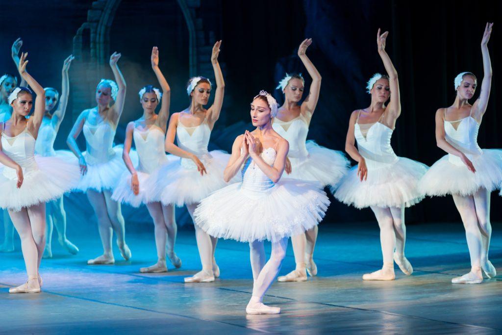 Scène d'un ballet de danse classique.