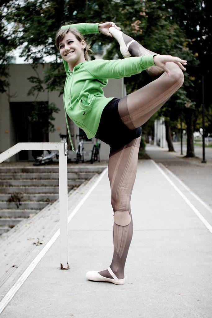 Danseuse de moder jazz à l'entrainement.