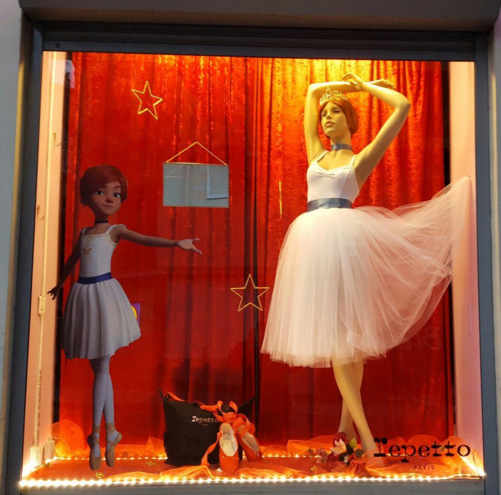 Vitrine de la boutique de tenues de danse Body Langage avec Ballerina.