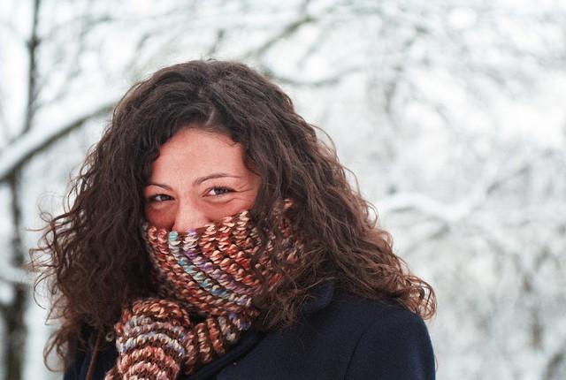 Porter une écharpe pour ne pas tomber malade cet hiver.