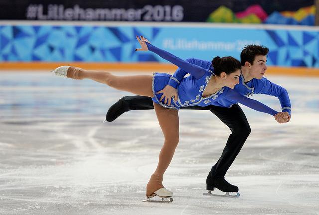 Couple de danseurs sur glace.