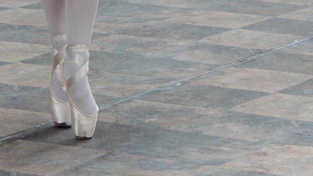 Exercice de pointes en danse classique.